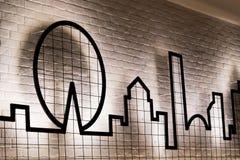 Ein Grafikdesign mit Beleuchtung auf der Wand Stockfotografie