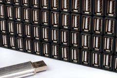 EIN greller Antrieb USBs und viele USB-Porte stockfotografie