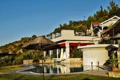 Ein großartiges Hotel in den Luxusumgebungen in den türkischen Bergen lizenzfreies stockbild