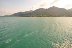 Ein großer Berg im Meer Lizenzfreie Stockbilder