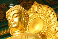 Ein großer goldener Buddha Stockfotos
