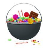 Ein großer Kessel mit verschiedener Süßigkeit und Bonbons Halloween Lizenzfreies Stockfoto