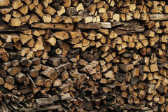 Ein großer Stapel Holz Stockfotos