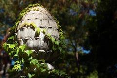 Ein großer Zement-Ananas-Form Finial Stockbild