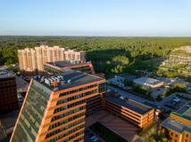 Ein großes Gebäude mit Labors und innovative Projekte, Erfindungen einer technischen Natur lizenzfreies stockbild
