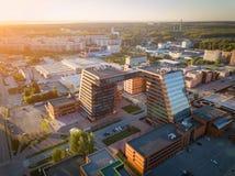 Ein großes Gebäude mit Labors und innovative Projekte, Erfindungen einer technischen Natur stockfotos
