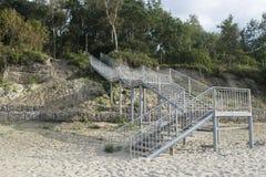 Ein großes Treppenhaus auf dem Strand Stockfotos