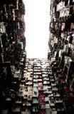 Ein großes und gedrängtes Gebäude lizenzfreie stockfotos
