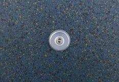 Ein Guckloch in einer Metalltür Stockfotos