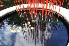 Ein hölzerner Weg im Bambusgarten im Park Chaumont Lizenzfreie Stockfotos