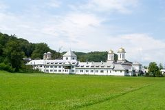 Ein hölzernes Kloster, Rumänien stockbild