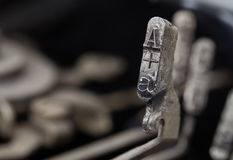 Ein Hammer - alte manuelle Schreibmaschine Stockbilder