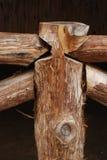 Ein handgemachter Zaun des rustikalen Protokolls Lizenzfreie Stockfotos