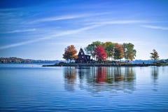 Ein Haus auf einer Insel Stockbild