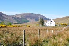 Ein Haus in der Landschaft und in der schönen Ansicht Stockfotografie