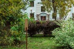 Ein Haus tief im Park stockfoto