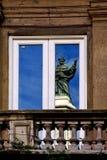 Ein Heiliges im Fenster Lizenzfreies Stockfoto