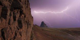 Ein Himmel voll des Blitzes bei Shiprock, New Mexiko Stockfotos