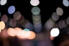Ein Hintergrund der Glühlampe mit weicher Unschärfelichtform ein schönes bokeh Bild wurde in der Nacht geschossen Sahnig und roma Lizenzfreies Stockfoto