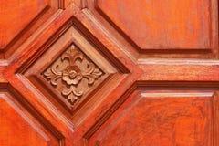 Ein Hintergrund mit einem braunen Holz Lizenzfreie Stockfotografie