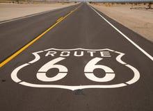 Ein historischer Weg 66 gemalt auf einer Datenbahn stockfotografie