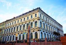 Ein historisches Gebäude in St Petersburg Lizenzfreie Stockfotografie