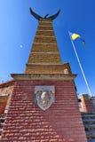 Ein hoher Turm mit einem Adler auf der Betrachtungsterrasse des Palanque-Schlosses Mukachevo Ukraine Stockbilder