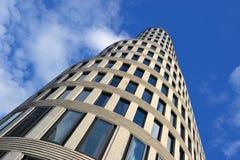 Ein hohes Aufstiegsgebäude in Berlin Stockfotografie