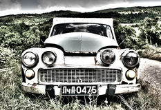 Ein hohes Dynamikwertbild eines sehr alten Autos Stockfotografie