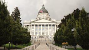 Ein horizontales Zusammensetzungslandeshauptstadtgebäude in Salt Lake City stock footage
