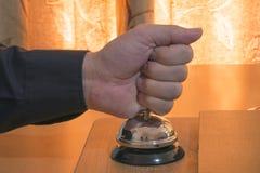 Ein Hotel Bell ungeduldig schellen Lizenzfreie Stockbilder