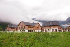 Ein Hotel in Obertraun, Österreich Stockbilder