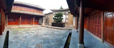 Ein Hotel untergebracht in einem alten Haus in Xizhou, Yunnan, China stockfoto