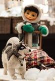 Ein Hund mit einem Eskimo Lizenzfreie Stockfotos