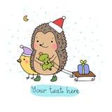 Ein Igeles, ein Vogel, ein Geschenk und ein Weihnachtsbaum Stockbild