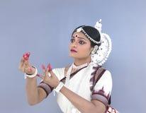 Ein indischer klassischer weiblicher Tänzer Lizenzfreie Stockfotografie