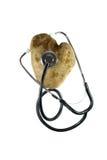 Ein Inneres formte Kartoffel mit einem Stethoskop auf ihm. Stockfotos