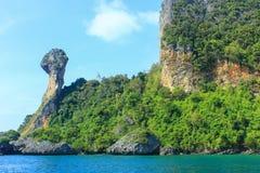 Ein Inselaussehung wie das Haupthuhn, südlich von Thailand Stockfotos