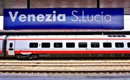 Ein italienischer Hochgeschwindigkeitszug an der Venedig-Station lizenzfreies stockbild