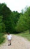 Ein Junge alleine Stockfoto