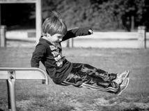 Ein Junge auf einem Dia Stockfotos