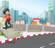 Ein Junge, der an der Straße nahe der Treppe Skateboard fährt Lizenzfreie Stockfotografie
