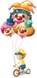 Ein Junge, der ein Fahrrad mit drei Ballonen reitet Lizenzfreie Stockfotos