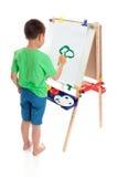 Ein Junge, der eine Abbildung malt Lizenzfreie Stockfotografie