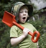 Ein Junge im Garten Lizenzfreies Stockbild