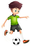 Ein Junge mit einem grünen Hemd, das Fußball spielt stock abbildung