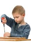 Ein Junge mit einem Schraubendreher Lizenzfreie Stockbilder