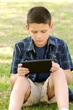 Kind mit Tablette Lizenzfreie Stockbilder