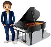 Ein Junge neben dem Klavier Stockfoto