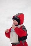 Ein Junge und ein Schnee lizenzfreies stockfoto